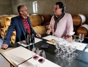 Thomas Duroux mit Chefredakteur Giuseppe Lauria im Keller von Château Palmer